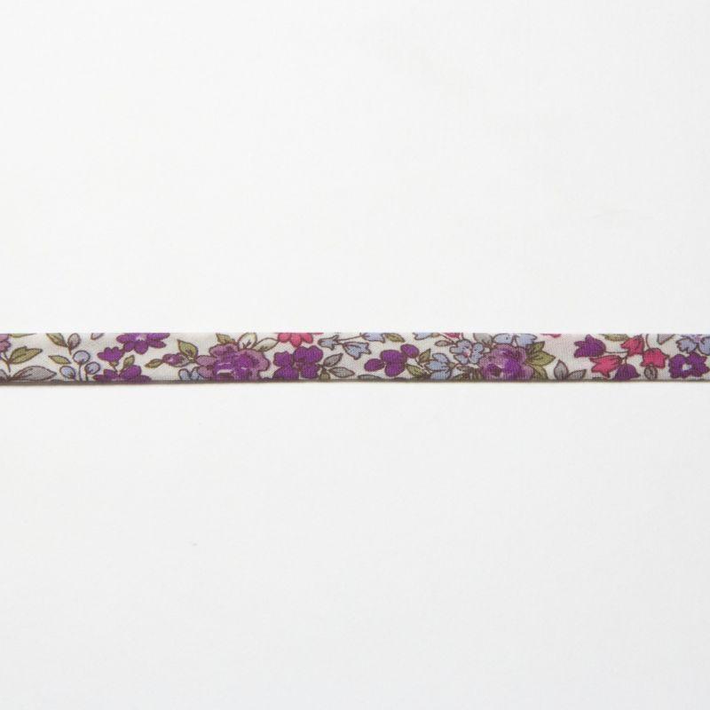 Biais fleuri mauve sur fond blanc