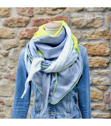 Le foulard cousu citron bleu