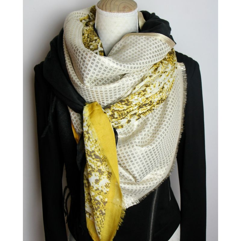 Grand foulard carré noir et moutarde cousu