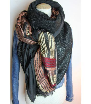 Grand foulard carré noir et bordeaux cousu