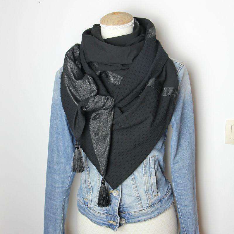 Kit foulard triangle noir plumetis pompons