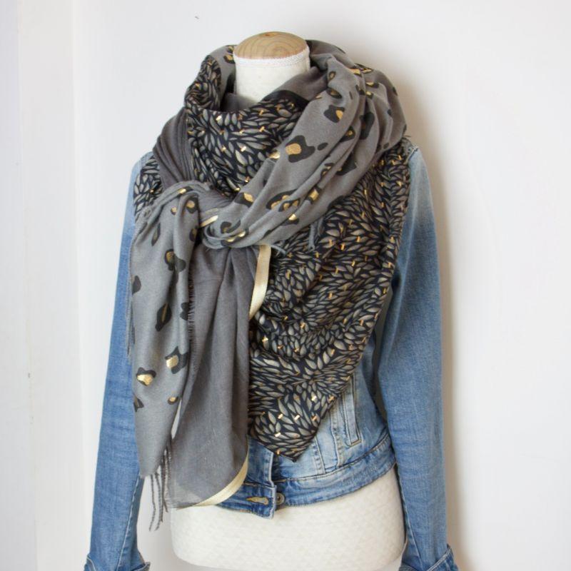 Grand foulard carré cousu gris et noir