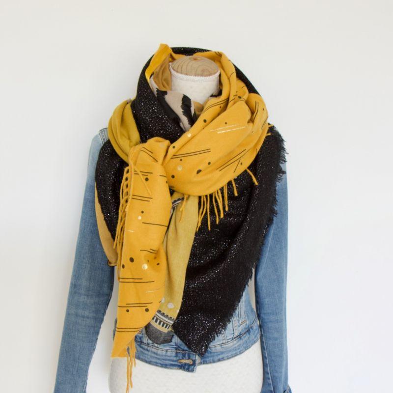 Grand foulard carré moutarde et noir